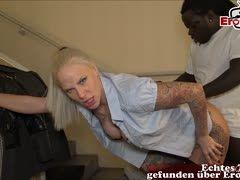 Ficktrio im Stiegenhaus mit deutschem Collegegirl